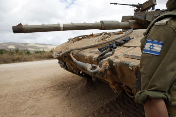 Israeli-soldier-and-tank