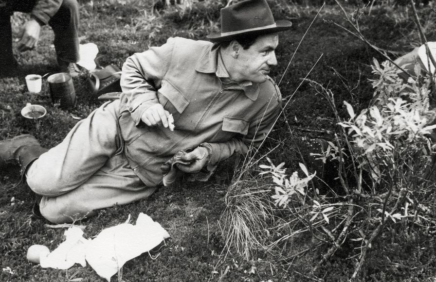 Nelson-Rockefeller-eats-a-quick-meal-during-a-hunting-trip-1934