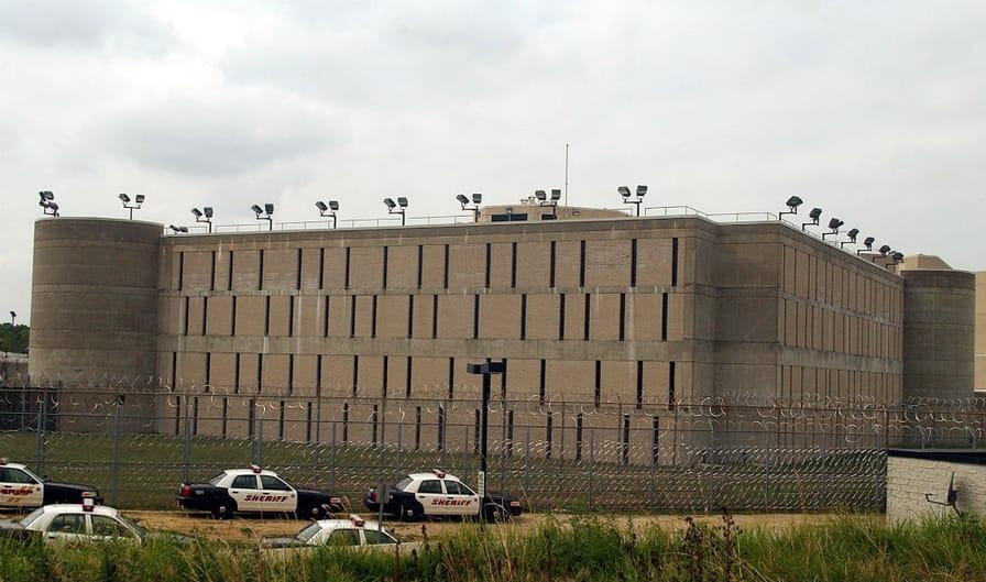 pThe-Suffolk-County-Correctional-Facility-in-Riverhead-NY.-AP-PhotoEd-Betzp