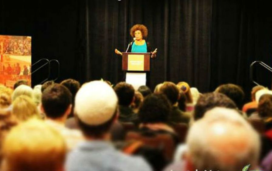 Angela-Davis-at-the-Jewish-Voice-for-Peace-2015-conference