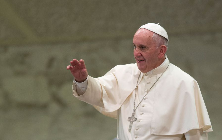 Pope_Francis_blessing_ap_img2