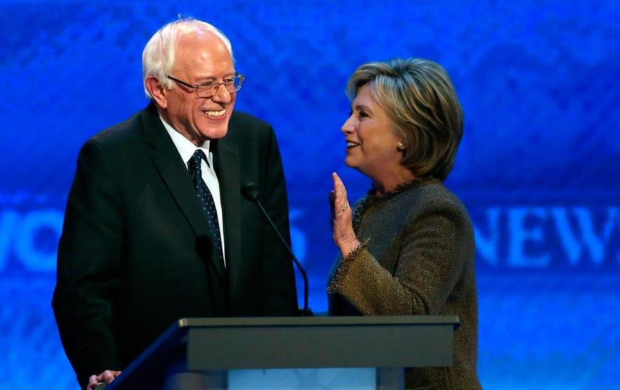 Bernie_hillary_debate_chat_ap_img