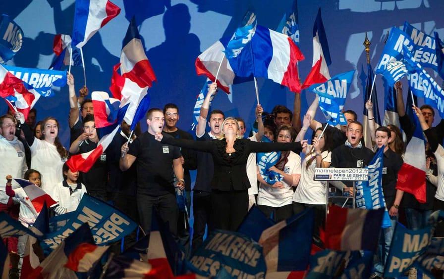 Marine Le Pen sings national anthem