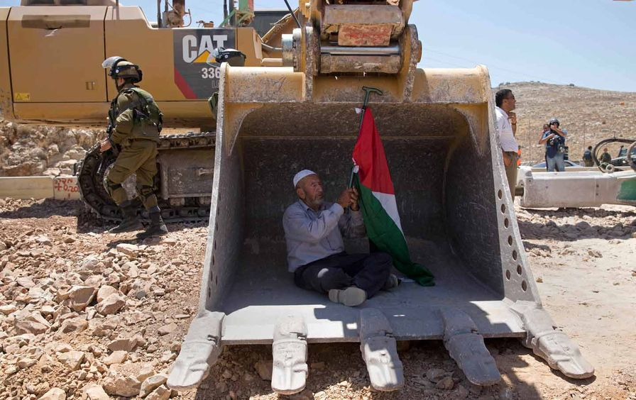 Protest against settlement