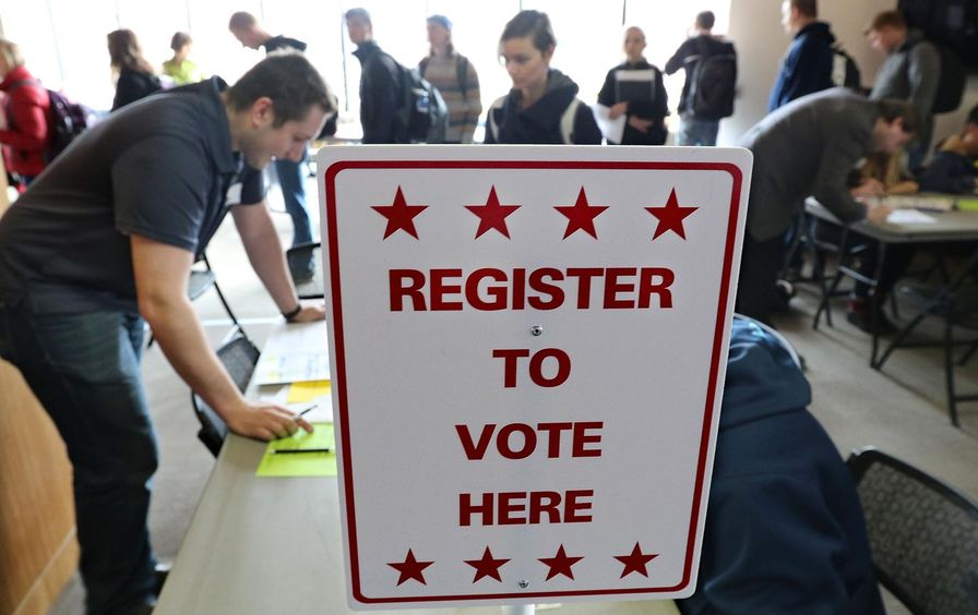 University_Wisconsin_students_vote_ap_img