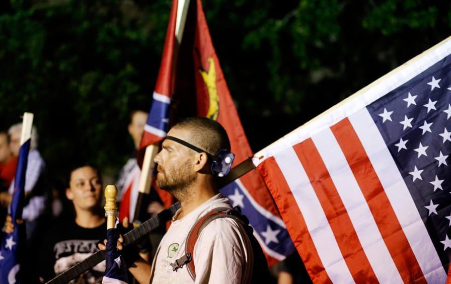 Protest-confederate-monument-ap-img