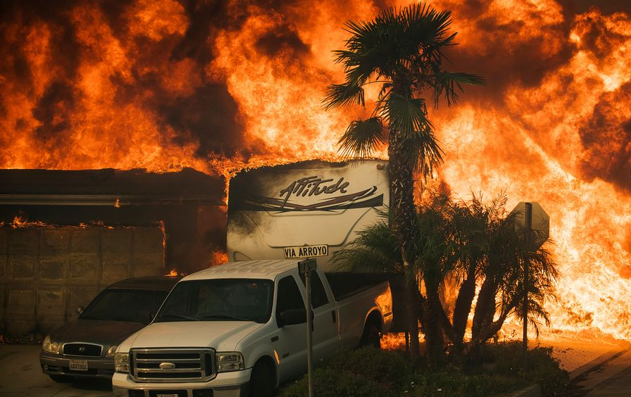 Los-Angeles-Fire-2017-AP-img