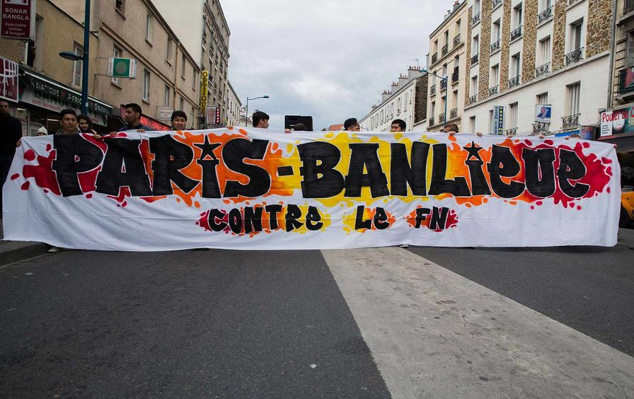 Hundreds in Aubervilliers protesting against the Front National