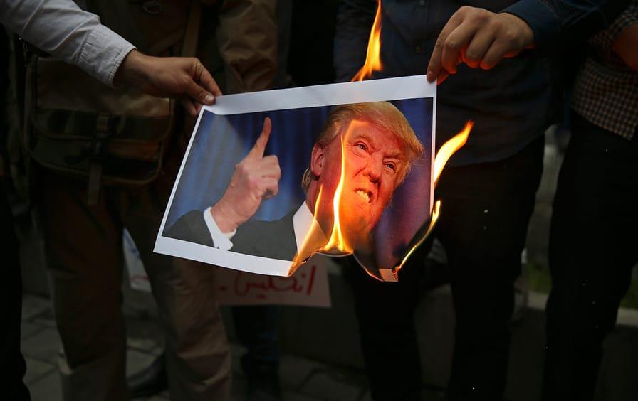 Iranian protesters burn Trump photo