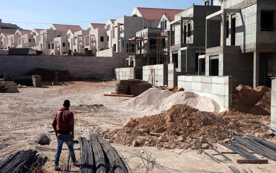 Palestinian worker overlooks settlement site