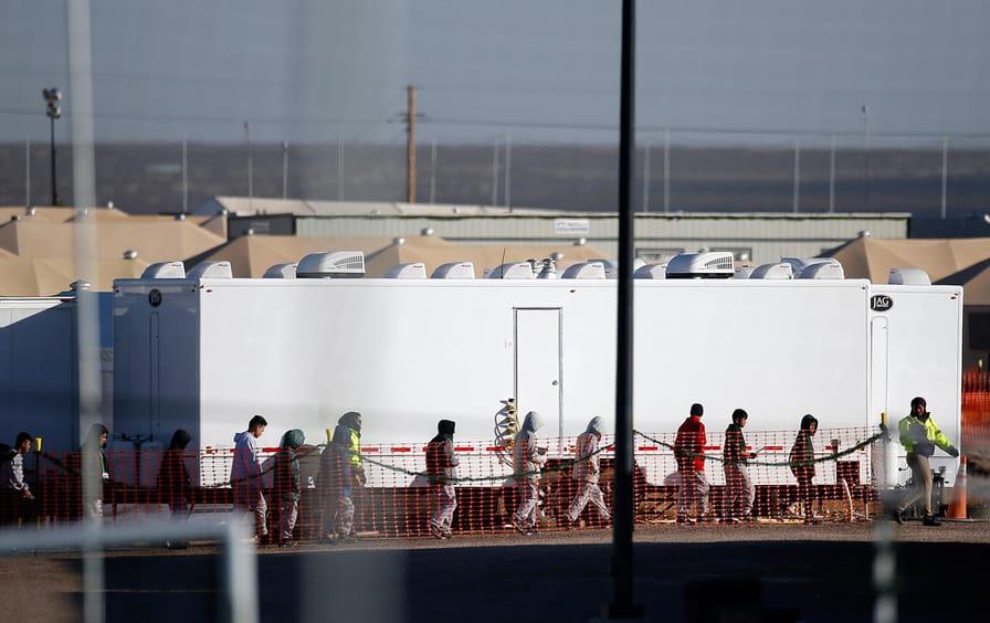 migrant-children-tornillo-ap-img