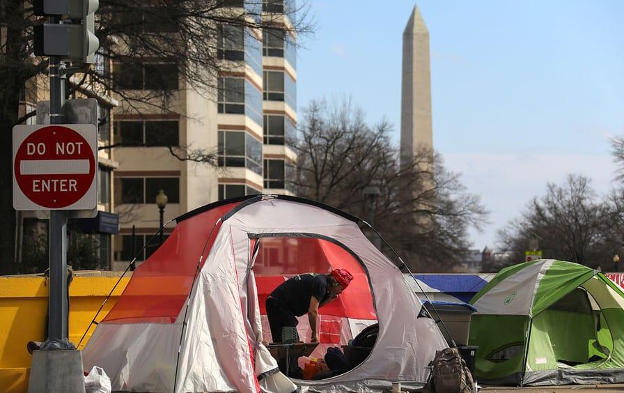 homeless-tent-washington-monument-ap-img