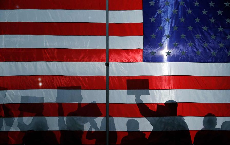 iowa-caucus-american-flag-ap-img
