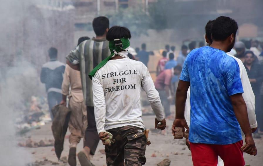 Kashmiri protesters in Srinagar