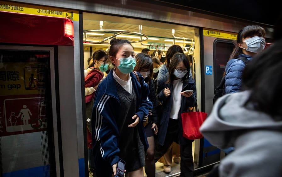Commuters wearing mask