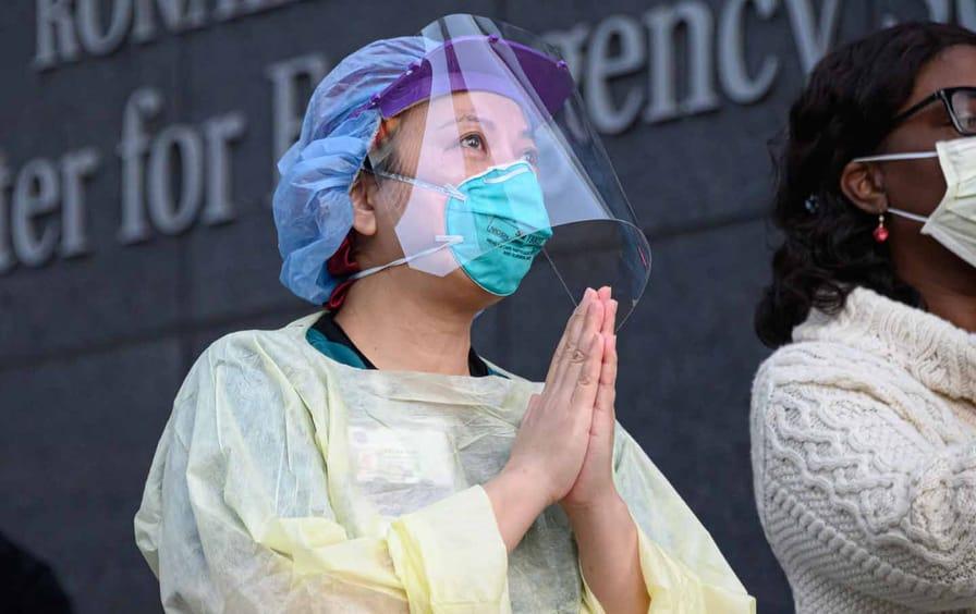 nyu-health-worker-applause-gt-img