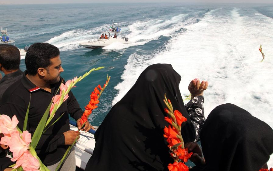 Iranians through flowers into the sea