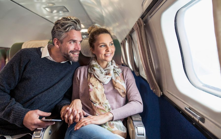 couple-airplane-gt-img