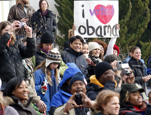 Obama fans wait for his departure from Sasha Bruce House, an emergency shelter for teens in Washington, where he painted walls January 19 as part of a national day of service. (Reuters Photos)