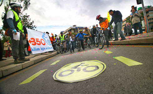 In Turkey's capital city, community members gathered to celebrate the opening of a new bike lane and to encourage carbon-free transportation.