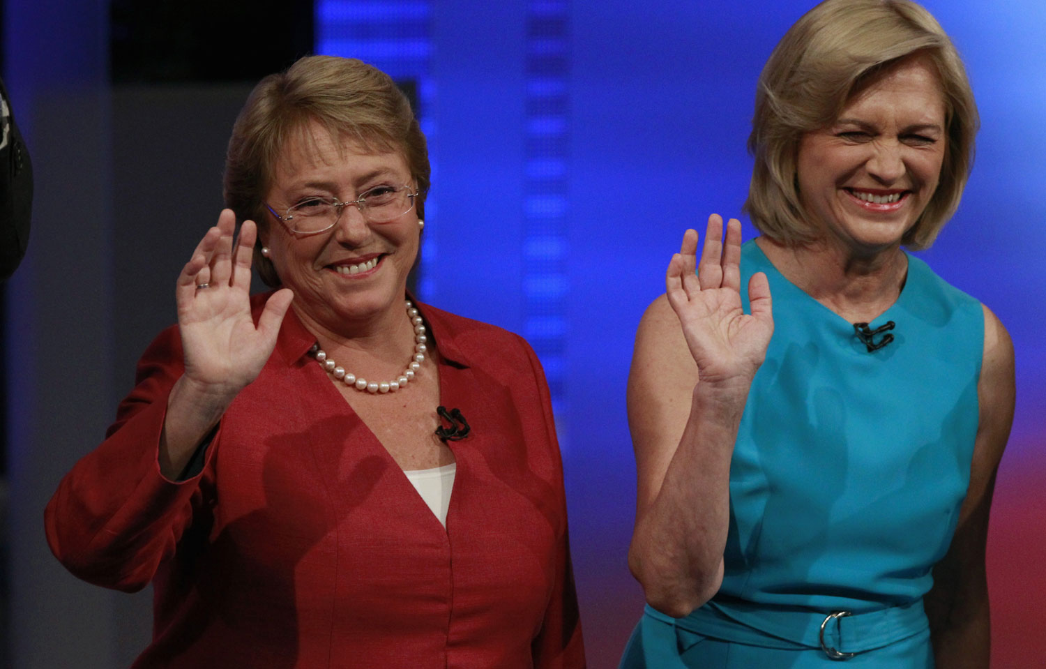 Chilean-presidential-candidate-Michelle-Bachelet-L-of-Nueva-Mayoria-New-Majority-and-Evelyn-Matthei-of-the-government-coalition-ReutersIvan-Alvarado