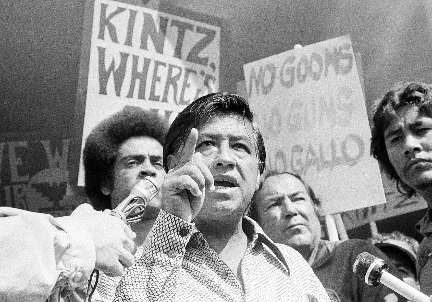 cesar chavez and the conflict of the farm workers What are some methods cesar chavez used to help farm workers gain better working conditions a former migrant farm worker who started a way of resolving conflict.