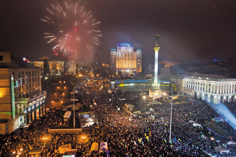 Pro-EU-protesters-celebrate-the-New-Year-in-Kiev's-Maidan-January-1-2014