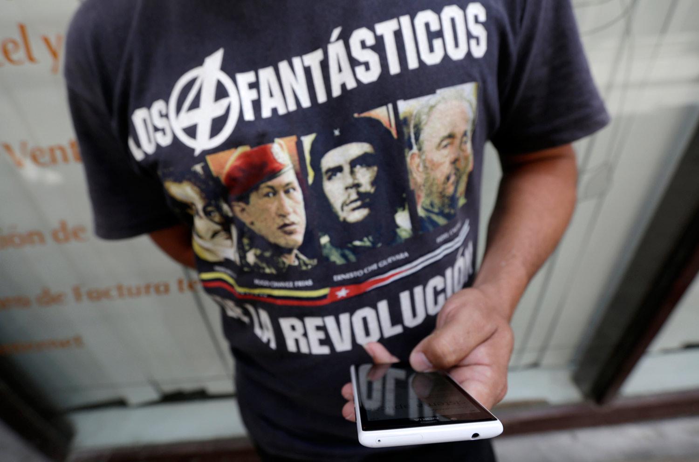 Mobile-phone-user-in-Cuba