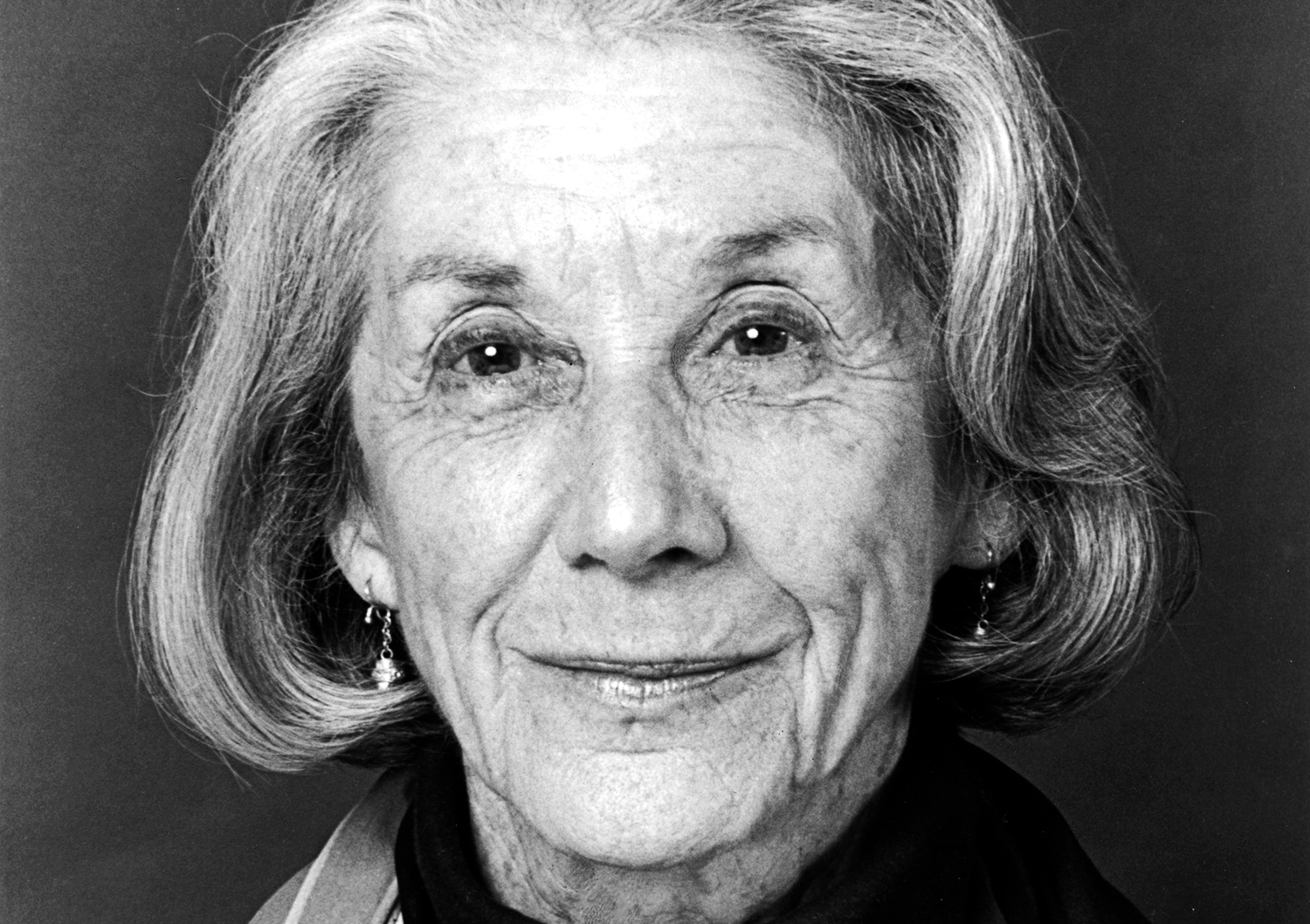 nadine gordimers a chip of glass T his collection of nadine gordimer's short stories, which was released along with a companion volume of her essays called telling times, spans six decadesgordimer's particular powers of observation are there from the beginning the first story, the soft voice of the serpent, written in 1952, features a young man who is recuperating after.