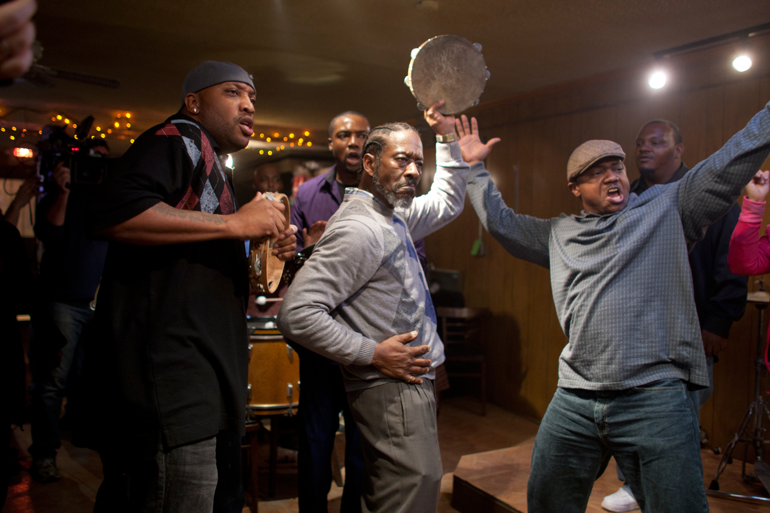 Clarke-Peters-as-Albert-Lambreaux-playing-the-tambourine-in-Treme