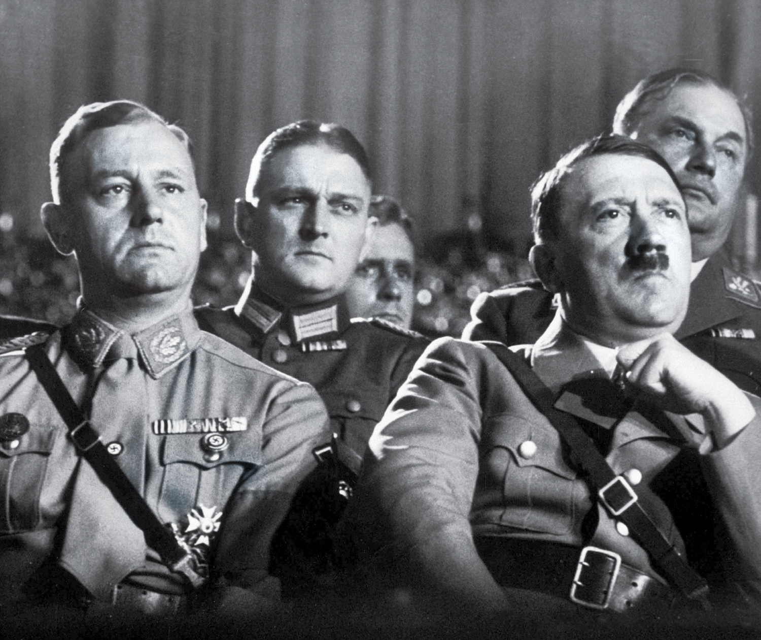 A-group-of-Nazi-leaders-including-Adolf-Hitler