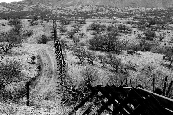 Harel-Shapira-Waiting-for-José-migrants-Minuteman-Civil-Defense-Corps