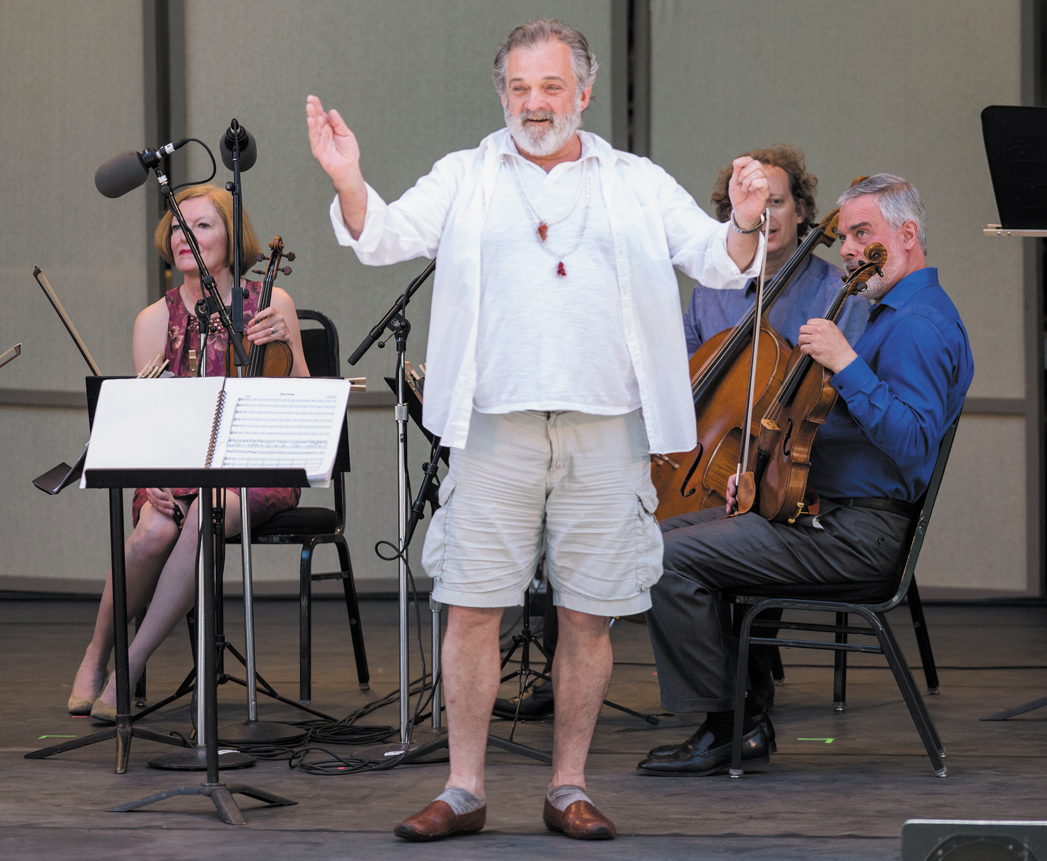 Mark-Morris-leads-audience-members-in-a-sing-along-at-the-Ojai-Music-Festival