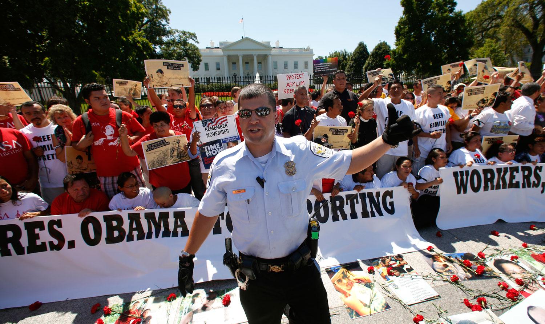 Obama's-Twisted-Logic-on-Deportations