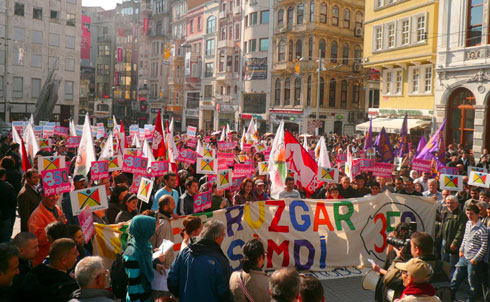 In Istanbul, over 7,000 people marched down the historical Istiklal Street in the city center to urge politicians to pass clean energy policies.