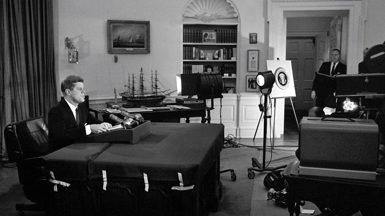 President-John-F.-Kennedy-announces-a-US-blockade-of-Cuba-October-22-1962