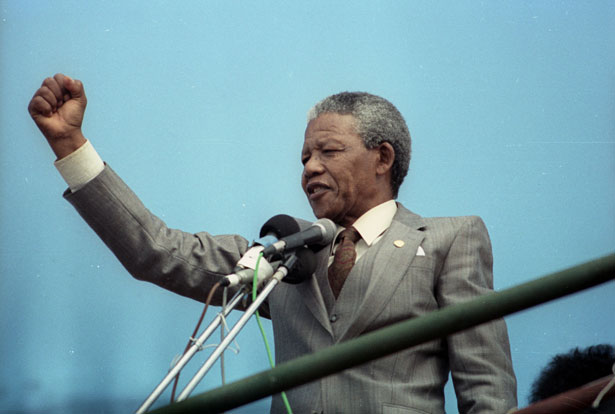 Nelson-Mandela-addresses-a-capacity-crowd-April-1-at-a-rally-in-Port-Elizabeth.-Reuters