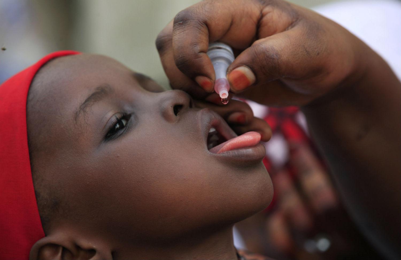 Child-receiving-polio-vaccine