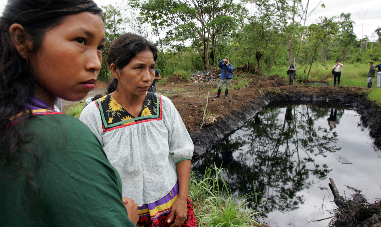 Cofán-women-near-a-pool-of-oil-in-the-Amazonian-region-of-Ecuador-2005