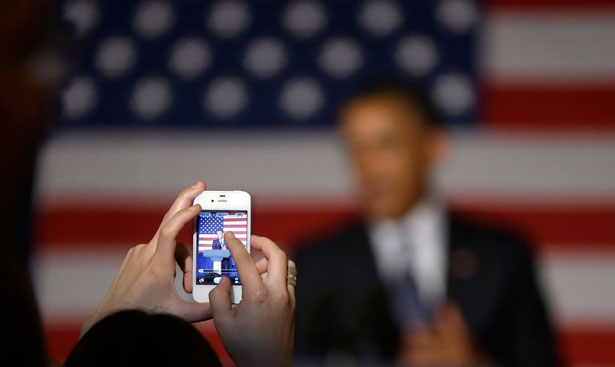 Cell-phone-taking-a-picture-of-President-Obama