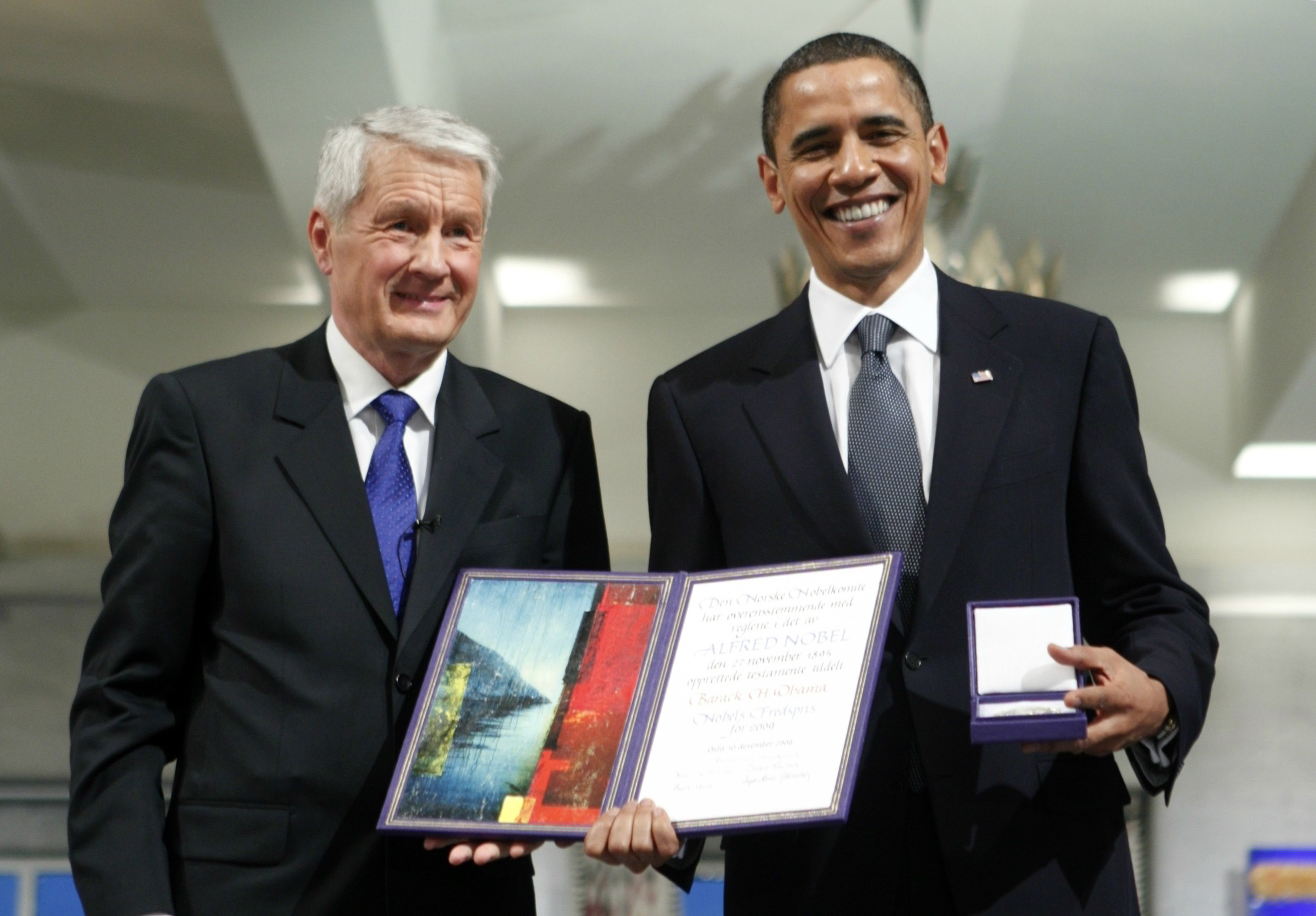 President-Obama-poses-with-his-nobel-medal-and-certificate-while-standing-by-Nobel-Chairman-Thorbjoern-Jagland.-ReutersBjorn-Sigurdson