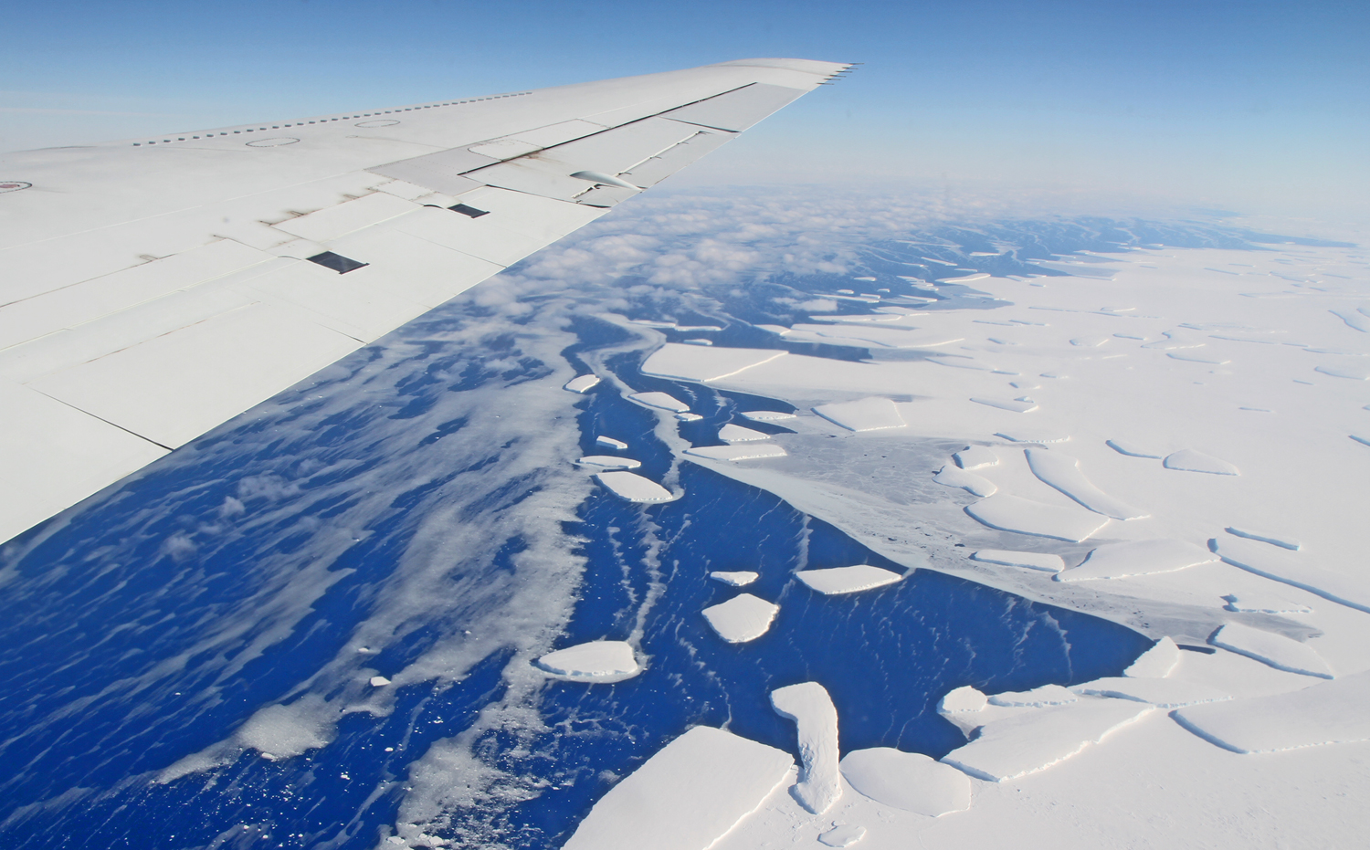 Calving-front-of-an-ice-shelf-in-West-Antarctica-photographed-during-NASA's-Operation-IceBridge-in-2012