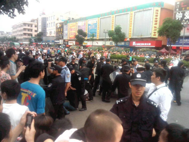 Yue-Yuen-factory-strike-in-Dongguan