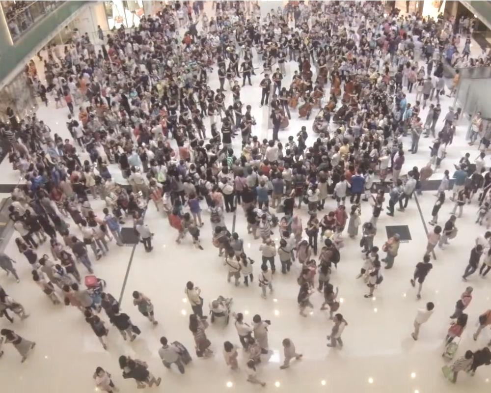 A-Beethoven-Flash-Mob-in-Hong-Kong-28-July-2013