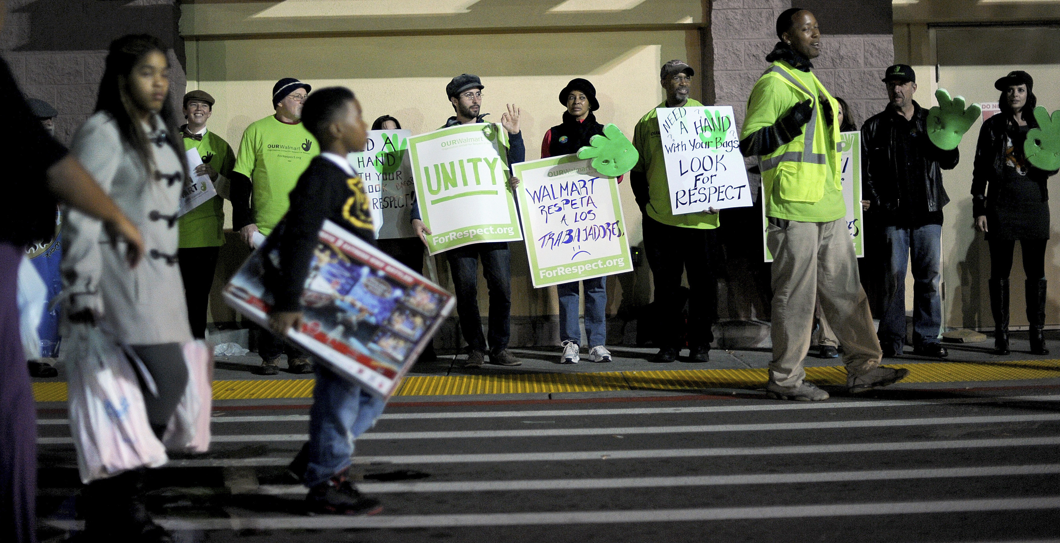 Protesters-picket-outside-a-Walmart-store-as-holiday-sales-commence-in-San-Leandro-California-November-22-2012.-ReutersNoah-Berger