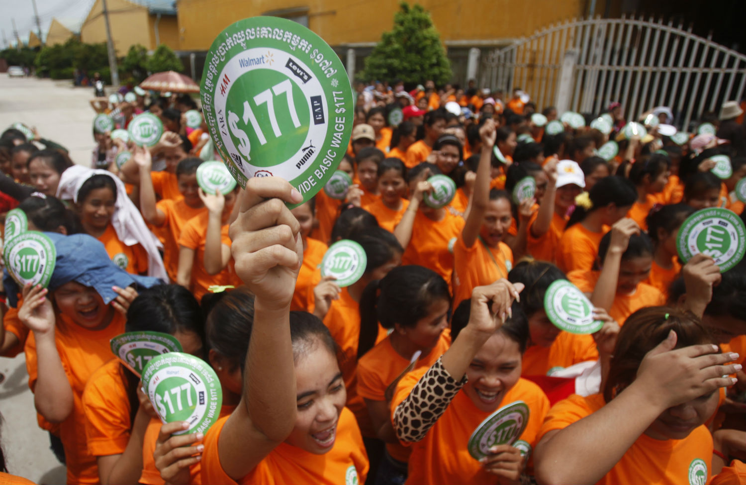 Garment-workers-in-Phnom-Penh-protest-for-higher-wages
