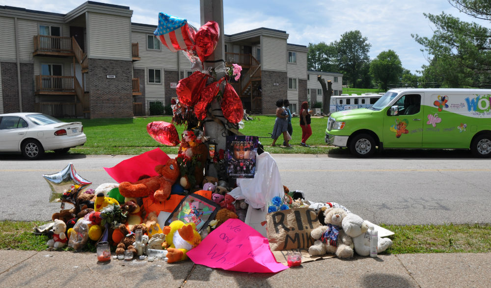 A-memorial-for-Michael-Brown-at-Canfield-Green-Apartments-Photo-by-Steven-Hsieh