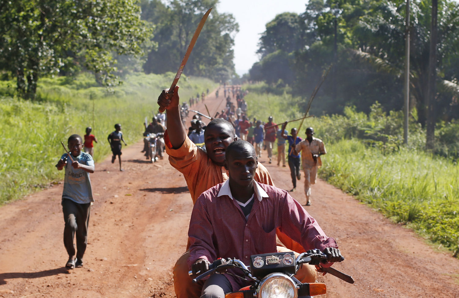 A-man-waves-a-machete-in-a-protest-against-French-peacekeeping-troops-in-the-Central-African-Republic