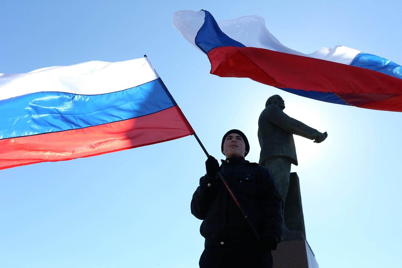 Russian-flag-in-Crimea