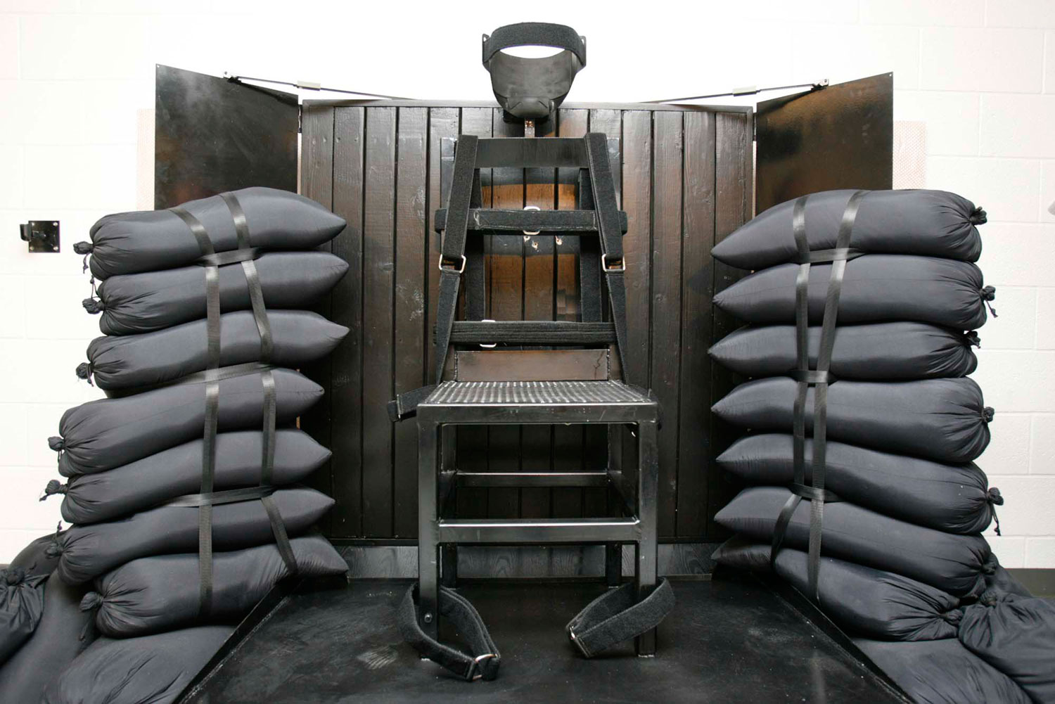 firing-squad-execution-chamber